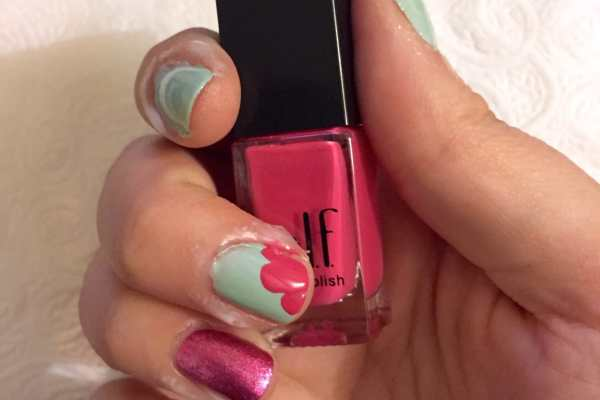 Mint & Pink Abstract Floral Nail Art Design by Katie Crafts; https://www.katiecrafts.com