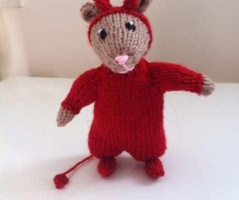 Five Halloween Knit Patterns on Katie Crafts; https://www.katiecrafts.com