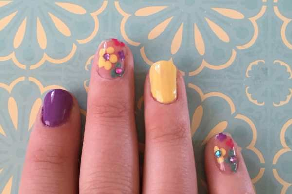 Spring Flowers Nail Art Tutorial by Katie Crafts; https://www.katiecrafts.com