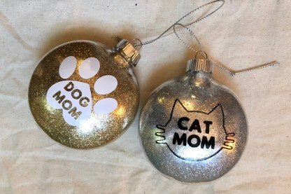 Cat Mom Ornament by Katie Crafts; https://katiecrafts.com