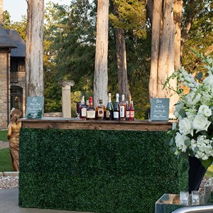 Boxwood and Dark wood Top Bar