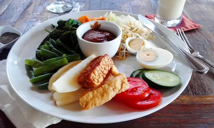 Image of gado gado steamed vegetables and tempeh with peanut sauce