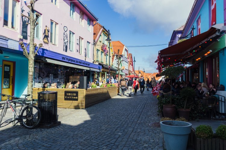 Image of the colourful buildings in Ovre Holmegate in Stavanger Norway