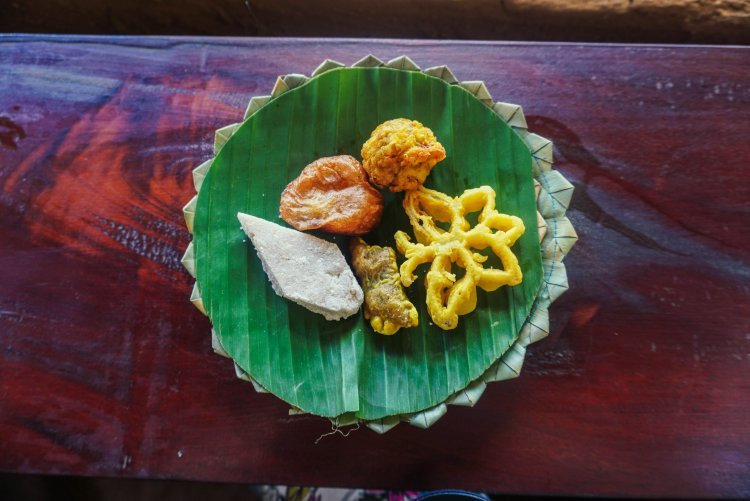 Image of selection of Sri Lankan food desserts