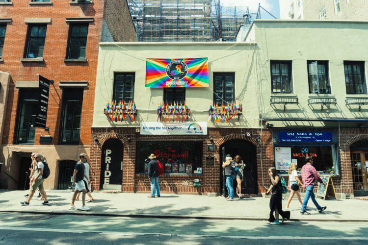 Image of outside Stonewall Inn in Greenwich Village New York