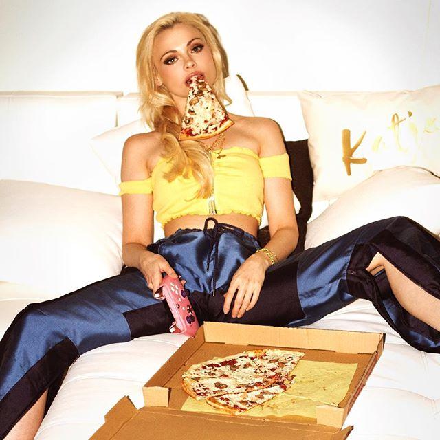 NoChella tag a friend who isn't at Coachella game gamergirl pizza