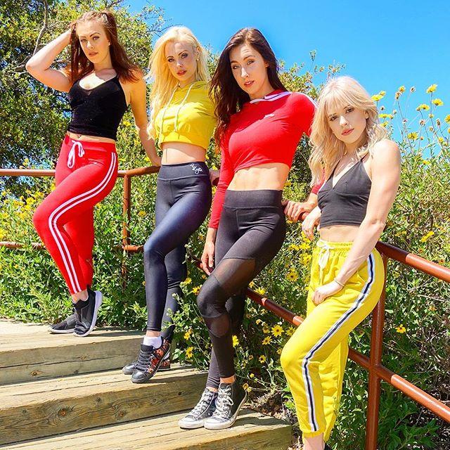 Name our girlband ♀️♀️ w/ @morekatjaglieson @keliannestankus @kaileymaurer @lexinitz squad blonde brunette katjaglieson