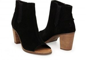 Black toms booties for an easy Fall look