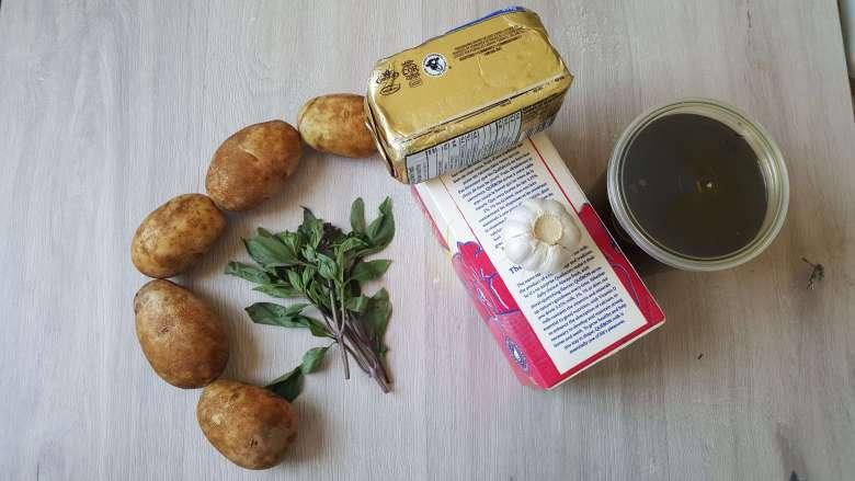 Scent leaf garlic mashed potatoes