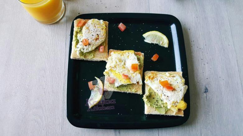 avocado egg sandwich