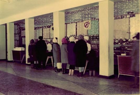 1969,_prednovogodnyaya_rabota_magazina_p.fabrichnyy