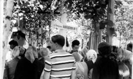 28.06.1965,_idet_boykaya_torgovlya_promyshlennymi_tovarami,_yarmarka_park_pkavalerovo_2