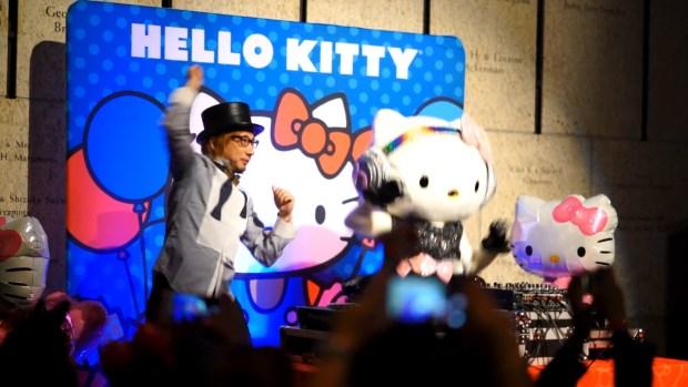 Hello Kitty s Birthday Party! [2016.11.01].00_01_28_12.Still016
