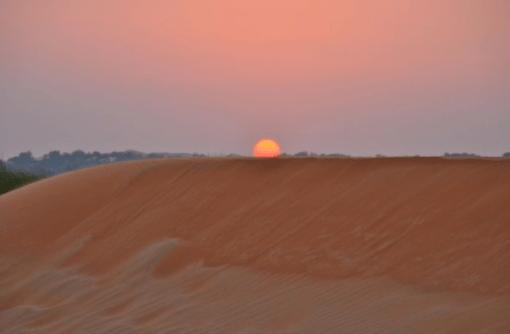 Pôr do sol no deserto de Dubai