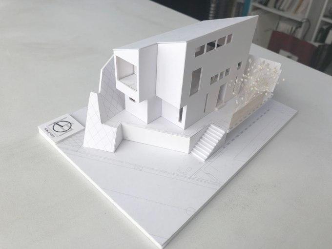 高低差のある敷地に建つ川崎の住宅