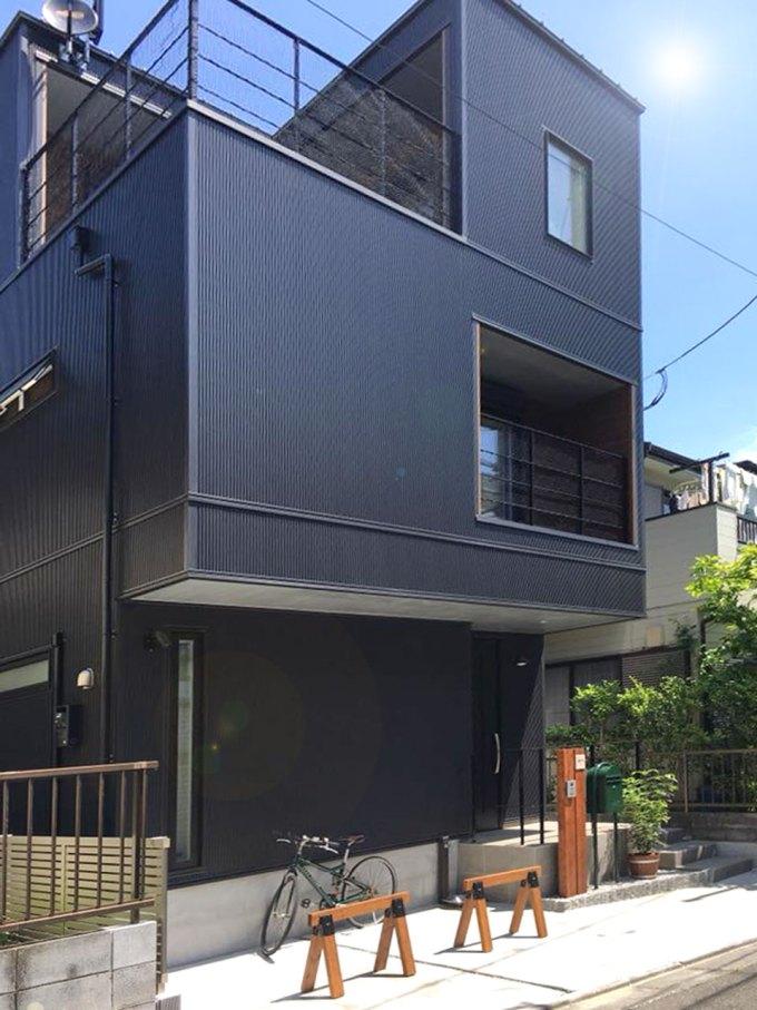 3階建ての狭小デザイン住宅