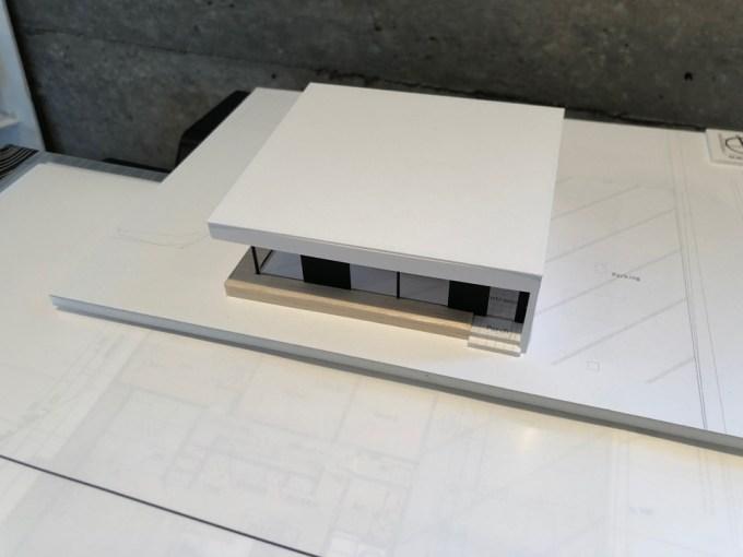 広大な敷地に建つ平屋の家