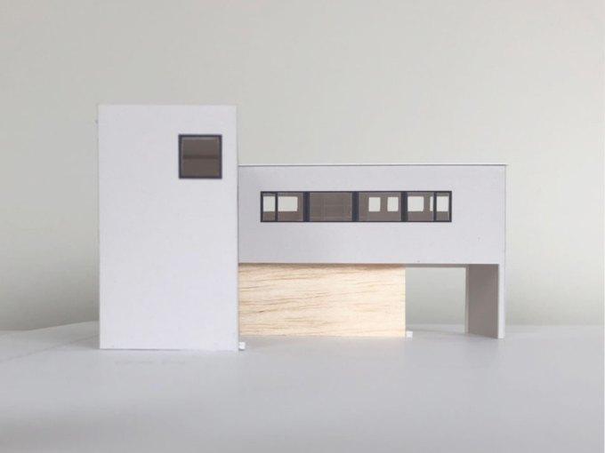 インナーガレージ付きのL型の家