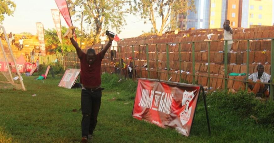 Tear Gas, Gun-shots mar Jinja SS' slim win over 10 man Standard High Zana #Uganda Fan surrenders after tear gas