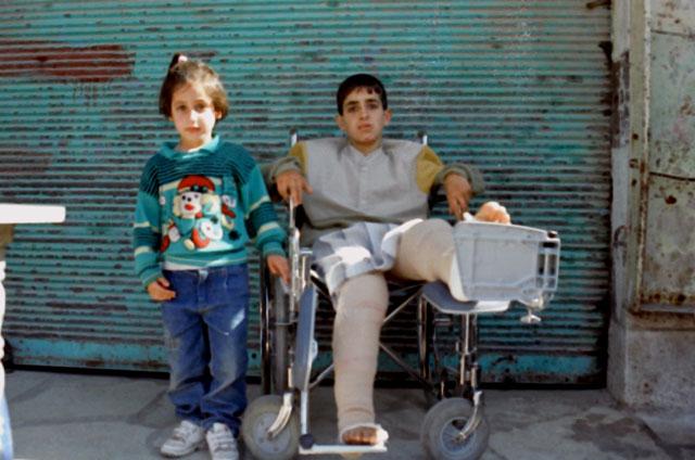 Мажди Ал-Мохтасиб и сестра му след стрелбата. by Kawther Salam