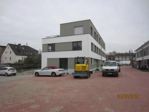 Moderne Häuser in der Seitenansicht
