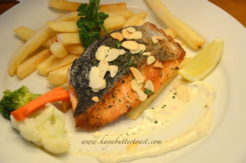 [Buy 1 Free 1 Set] David Brown Restaurant & Tea Terrace @ Penang Hill, Air Itam, Penang (22)