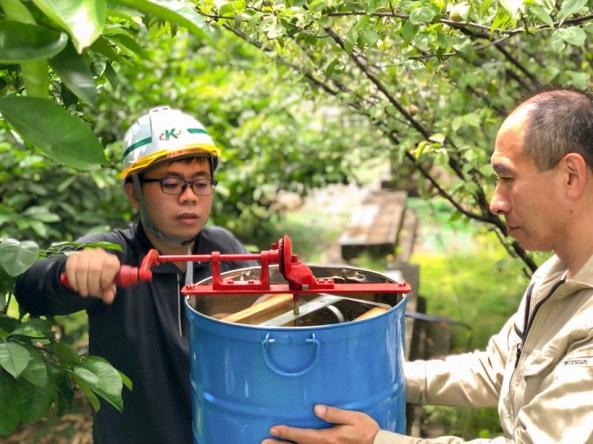 加山興業 豊川プラント KAYAMAファーム はちみつ 採蜜