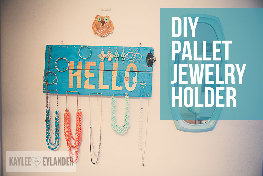 Easy DIY Pallet Jewelry Holder