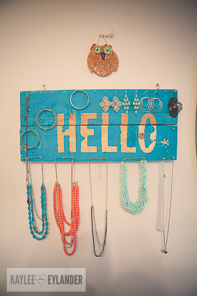 DIY Pallet Jewelry Holder-1
