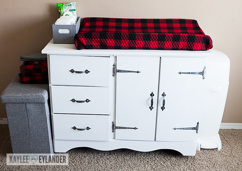 DIY Chalkpaint changing table from dresser-8