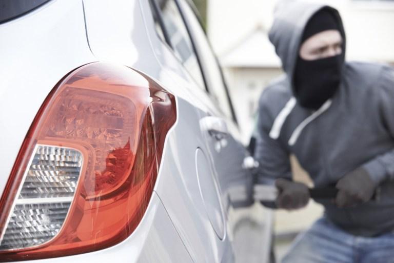Un ladrón se roba el coche