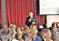 Альховик рассказал школьникам про Афганскую войну
