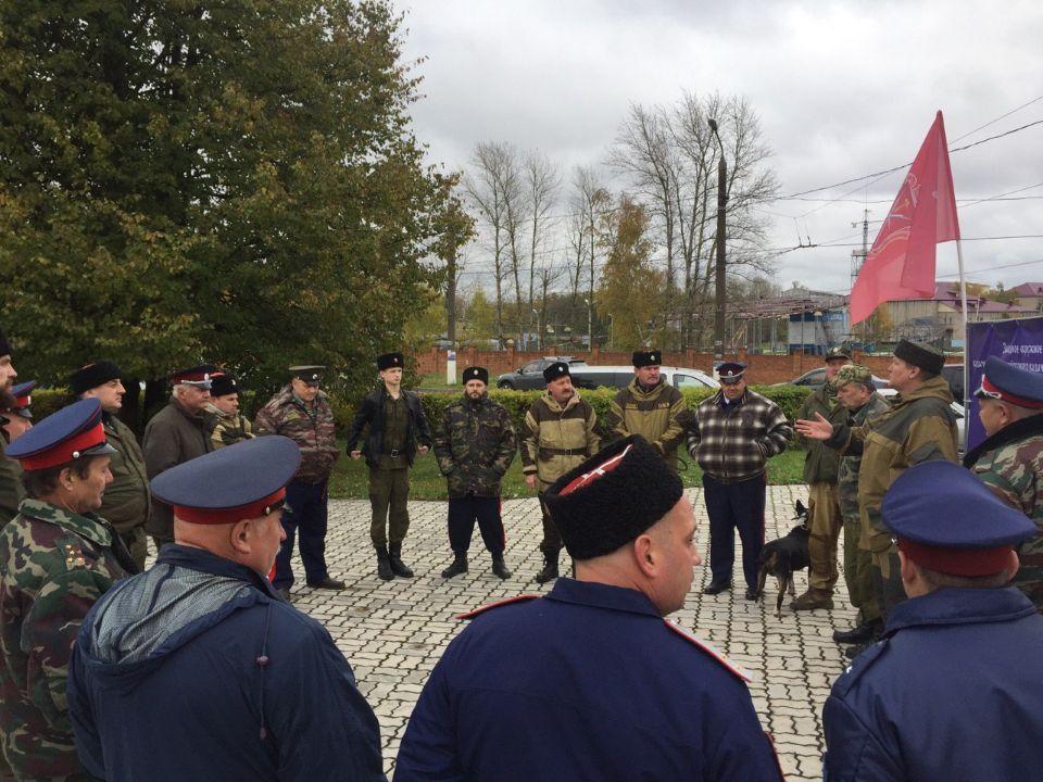 Очередные казачьи сборы прошли возле ТЦ «Пенаты»