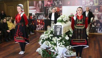 Photo of Nexhmije Pagarusha aplauzima ispraćena na večni počinak