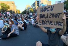 Photo of Protesti treći dan: Mirno, igralo se kolo…