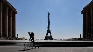 Photo of Dvije muslimanke izbodene pod Ajfelovom kulom u Parizu