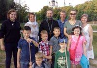 Настоятель храма, прихожане и воспитанники воскресной школы