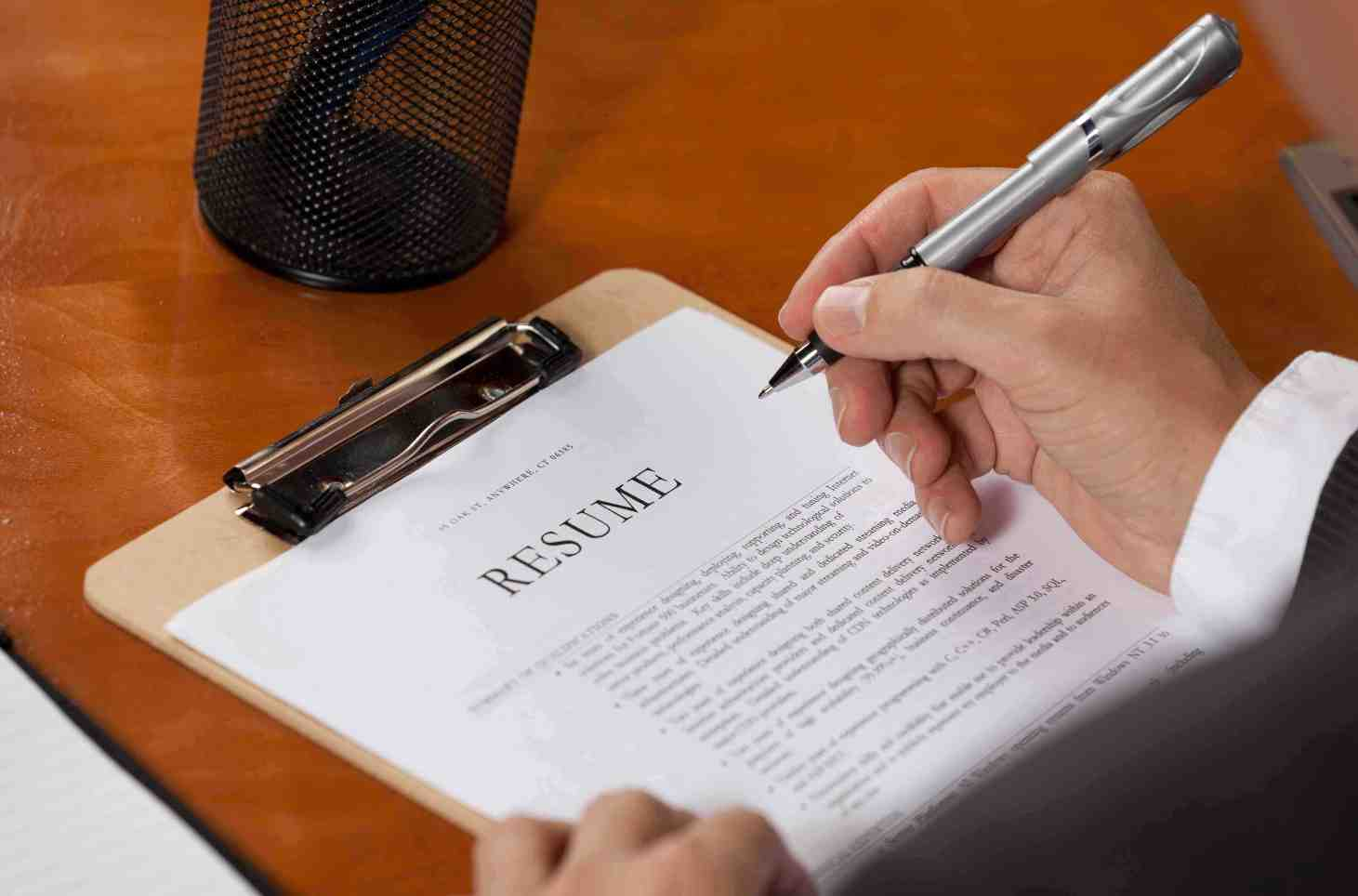 should a resume include references what a cover letter should