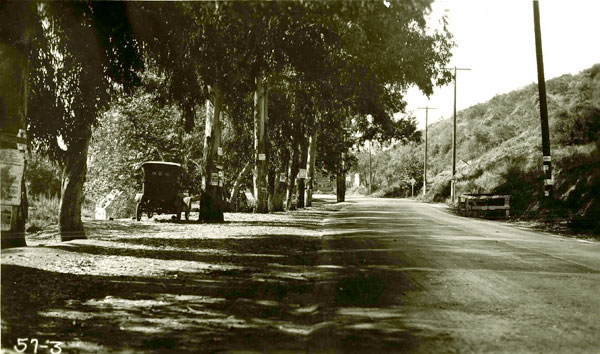 1921 view of the highway through the Cahuenga Pass. Courtesy of the Automobile Club of Southern California Archives.