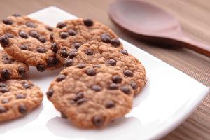volunteer to bake cookies