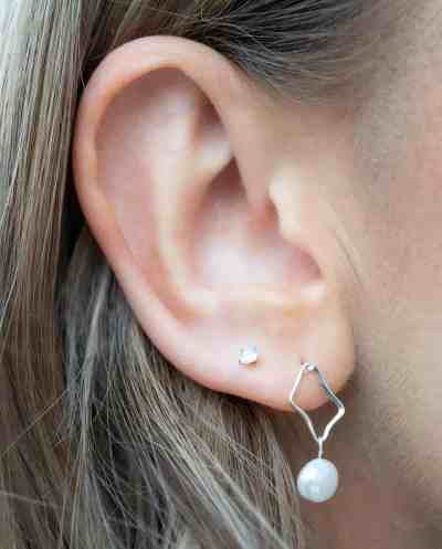Zilveren oorbellen met zoetwater parel van Sterling Zilver