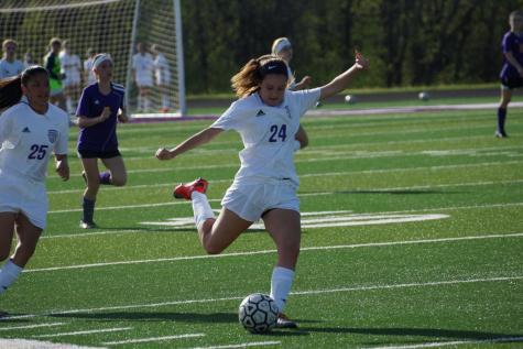 Girls' soccer battles Spring Hill April 18