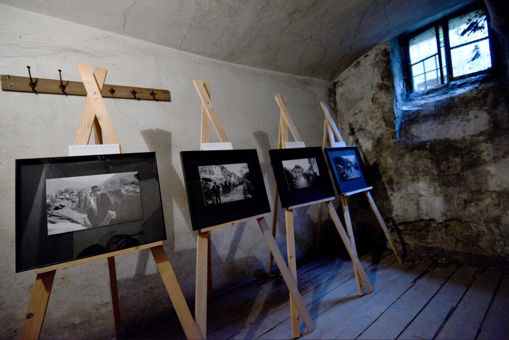 Odprtje razstave Umik čez Ljubelj, maj 1945, ob obeležitvi dneva žrtev vseh totalitarnih režimov,  nekdanji zapori UDBE na Beethovnovi ulici 3, Ljubljana,  Foto: Tamino Petelinšek/STA