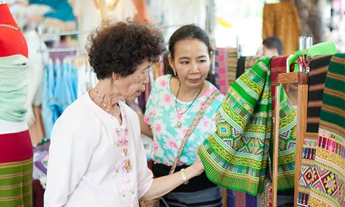 The visitors can buy textiles, clothes, garments, accessories, shoes/bags, and skincare products at very reasonable prices at the fair.