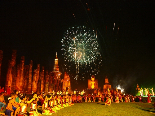 Rent-pocket-wifi-sukhothai-loi-krathong-and-candle-festival