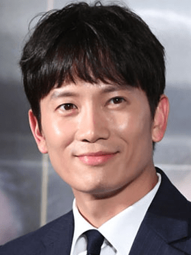 Ji Sung, 44 (Kill me Heal Me)