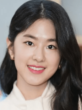 Park Hye Soo, 27 (Introverted boss)