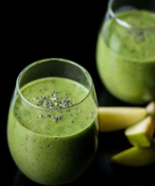 spinach apple smoothie in glasses