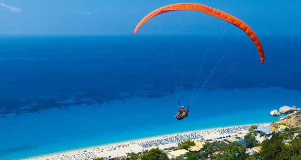 Lefkada: Austrian tourist, 57, dies in hang-gliding accident