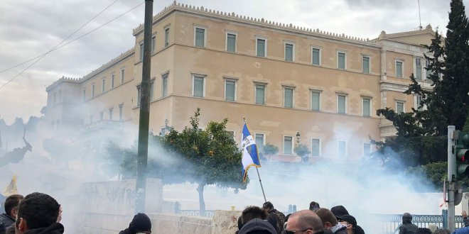 Clashes and extensive use of tear gas at Macedonia rally, 44 injured (videos)